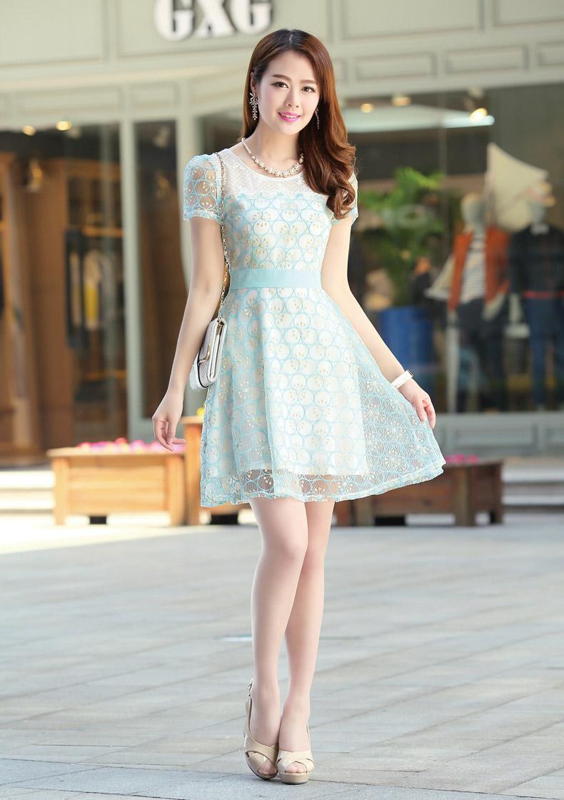 Model Baju Dress Pendek Brokat Warna Hijau Muda Untuk Tampilan Yang Casual